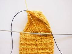 Villasukat pyöröpuikoilla! Nyt opetellaan magic loop – katso selkeät ohjeet ja ilmainen sukkaohje! | Kodin Kuvalehti Knitted Hats, Knitting, My Love, Knits, Accessories, My Boo, Tricot, Cast On Knitting, Knit Patterns