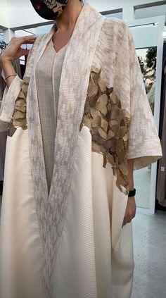 Street Hijab Fashion, Arab Fashion, Muslim Fashion, Diy Fashion, Fashion Dresses, Batik Dress, Mode Hijab, Minimal Fashion, I Dress