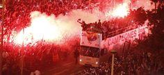 El autobus del Real Madrid llegando a Cibeles