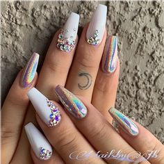 Need some ideas to spice up your white acrylic nails? We have over 35 white acrylic nail designs you're going to want for your own nails. Ongles Bling Bling, Rhinestone Nails, Rhinestone Nail Designs, Nail Crystal Designs, Bling Nail Art, Sparkle Nails, Diamond Nail Designs, Diamond Nails, White Nail Designs