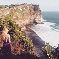 Uluwatu Temple, Bali @chloesharpin The beautiful scenery of Uluwatu! - #Backpackerstory #backpacker #travel #destination