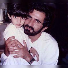 Hamdan bin Mohammed bin Rashid Al Maktoum con su padre, Mohammed bin Rashid bin Saeed Al Maktoum. Vía: alk7aileh_almaktoum