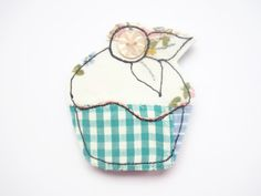 cupcake pin by maxollieandme on Etsy, £6.00