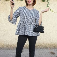blusa vichy volantes - Chicfy Blouse Styles, Blouse Designs, Casual Outfits, Cute Outfits, Girl Fashion, Fashion Outfits, Blouse And Skirt, Couture, Mode Inspiration