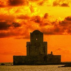 Bourtzi - Methoni castle  Photo by Nikos Markopoulos