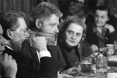"Václav Havel, Bill Clinton, Madeleine Albrightová at ""U Tygra"" Pub, Prague 1994"