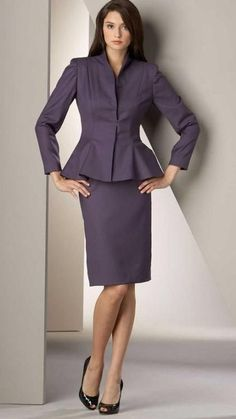 Sex appeal doesn't have to involve nudity Business Outfits Women, Business Attire, Classy Work Outfits, Office Outfits, Suit Fashion, Fashion Dresses, Olympia, Mature Women Fashion, Professional Dresses