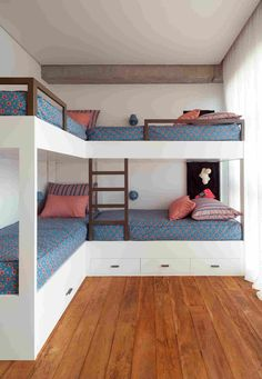 Bunkhouse Plans 444800900697053162 - Casa Fazenda Boa Vista – Picture gallery Source by Corner Bunk Beds, Bunk Bed Rooms, Bunk Beds Built In, Built In Beds For Kids, L Shaped Bunk Beds, Double Bunk Beds, Loft Bunk Beds, Bunk Bed Plans, Kids Bunk Beds