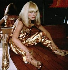 Inspiration: punk new wave styles rock n roll Blondie Debby Harry at studio 54 vintage fashion color photo print ad models magazine designer gold jumpsuit metallic icon singer Blondie Debbie Harry, Debbie Harry Style, At The Disco, Disco Party, Disco Disco, Disco Night, 70s Party, Divas, 70s Fashion