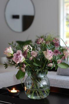 Käher - omaggio glassvase Trends, Vases, Glass Art, Interior Design, Home Decor, Nest Design, Decoration Home, Home Interior Design, Room Decor