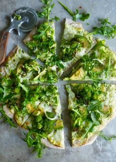 Grønn vegetarpizza med brokkoli og avokado Avocado Toast, Mad, Pizza, Vegan, Cooking, Breakfast, Vegetarian, Cooking Recipes, Kochen