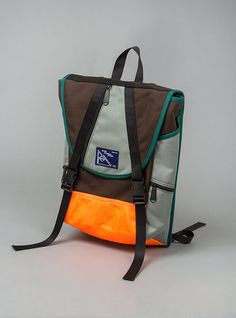 Peters Mountain Works - Ohayo Bag:  Loving this - great colours, awesome trims, nice diagonal structure - sick!