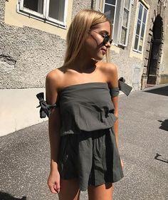 "Polubienia: 3,154, komentarze: 9 – MAJOR STREET STYLE (@majorstreetstyle) na Instagramie: ""@doses_of_style  Shopping link in bio  By @charlinesas"""