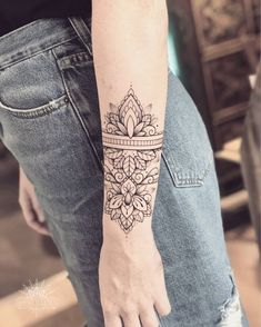 Wrist and bracelet tattoos for women & men – page 1 …-Handgelenk und Armband Tattoos […] Armband Tattoo Mann, Arm Cuff Tattoo, Mandala Wrist Tattoo, Armband Tattoos, Sleeve Tattoos, Tattos, Wrist Band Tattoo, Bracelet Tattoos For Women, Wrist Tattoos For Guys