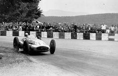 Swiss Grand Prix, August 20, 1939. The winner Hermann Lang (start number 16) in a Mercedes-benz W 154.