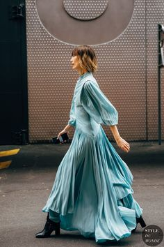 See all of the standout street-style looks at Paris Fashion .- See all of the standout street-style looks at Paris Fashion Week Best Dressed: Paris Fashion Week Street Style Chic Outfits, Fashion Outfits, Womens Fashion, Fashion Tips, Black Outfits, Fashion Websites, Office Outfits, Bridal Fashion, Classy Outfits