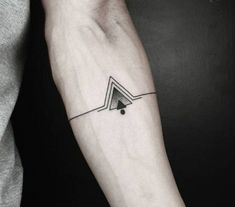 ▷ 1001 + Ideas de tatuajes minimalistas para hombres y mujeres Idea of ​​male forearm tattoos, geometric tattoo bracelet with triangles and circle, small tattoos Geometric Tattoo Forearm, Geometric Tattoo Meaning, Forearm Tattoo Men, Tattoos With Meaning, Tattoo Meanings, Geometric Sleeve, Geometric Symbols, Triangle Tattoo Meaning, Tattoo Abstract