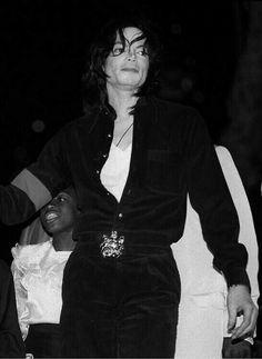 Michael Jackson Photoshoot, Michael Jackson Dangerous, Photos Of Michael Jackson, Michael Jackson Bad Era, Mike Jackson, Jackson Family, Michael Jackson Invincible, The Boy Is Mine, Classic Songs