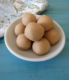 Orange Creamsicle Protein Balls - A raw cookie dough ball made with cashews that tastes like an orange creamsicle.