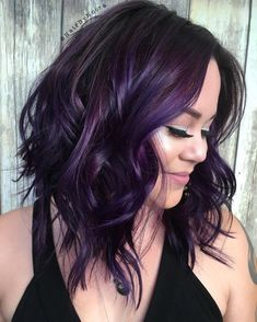 Hair Hair Colour Balayage Purple Highlights Concepts Article Physique: Purses are the bran Dark Purple Hair Color, Short Purple Hair, Purple Hair Highlights, Purple Balayage, Short Dark Hair, Hair Color Balayage, Short Hair Cuts, Burgundy Hair, Best Hair Colour