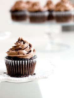 ... chocolate cupcakes with nutella frosting ...