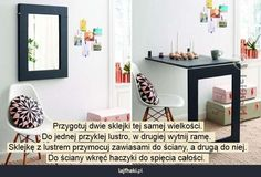 Biurko w małym mieszkaniu - Przygotuj dwie sklejki tej samej wielkości. Do jednej przyklej lustro, w drugiej wytnij ramę.  Sklejkę z lustrem przymocuj zawiasami do ściany, a drugą do niej. Do ściany wkręć haczyki do spięcia całości.
