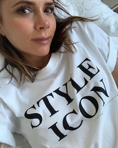 Fashion Looks, Beauty And Fashion, Fashion Tips For Women, Viktoria Beckham, Victoria Beckham Makeup, Victoria Beckham Style, Spice Girls, Sweat Shirt, Beckham Instagram