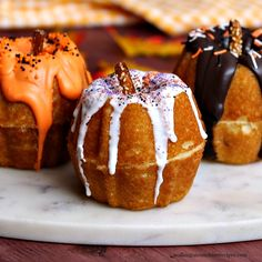 Mini Pumpkin Bundt Cakes | Walking On Sunshine Recipes