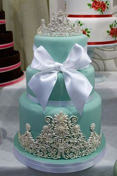 Forget Breakfast at Tiffany's, I'll take dessert. Tiffany blue wedding cake with bow. Gorgeous Cakes, Pretty Cakes, Cute Cakes, Amazing Cakes, Tiffany Wedding Cakes, Tiffany Blue Weddings, Cake Wedding, Tiffany Blue Cakes, Frozen Wedding