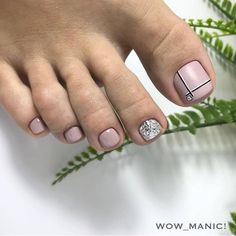 Nail art Christmas - the festive spirit on the nails. Over 70 creative ideas and tutorials - My Nails Pedicure Designs, Pedicure Nail Art, Toe Nail Designs, Black Pedicure, Pedicure Soak, French Pedicure, Pedicure Colors, Pedicure Ideas, Pretty Toe Nails