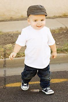 cutest lil baby boy i've seen in awhile... AWWWW LOL
