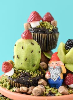 These gluten and dairy free DIY Edible Terrariums are Mother Nature's way of including those of us with brown thumbs. Vegan Dishes, Vegan Desserts, Dessert Recipes, Vegan Food, Vegan Treats, Cute Food, Good Food, Black Food Coloring, Fun Cupcakes