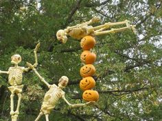 Outrageous Halloween Homes - 13 Skeletons