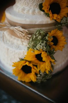 Wedding Photography | Country Wedding | Wedding Photo Ideas | Fresno Wedding Photographer | Photography by: Megan Stone Photography | Venue: The Branch & Vine - Madera, CA | Wedding Cake | Sunflowers | Rustic Wedding Cake