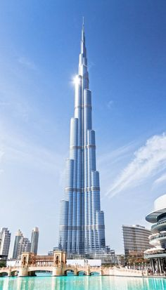 Visit the incredible Burj Khalifa in Dubai, UAE! Click through to see the top 10 things to do in Dubai!