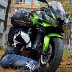 Shes in love: Kawasaki Motorcycles, Cars 3Motorcycles, Cars Motorcycles, Sport Bikes, Girl Motorcycle, Bike Takes, Cars Bikes, Motorbike Green