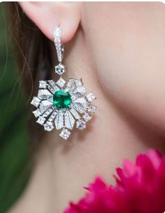 Diamond Jewelry Colombian emerald drop earrings set with 370 diamonds from Piaget high jewellery collection Sunlight Escape. Emerald Earrings, Emerald Jewelry, High Jewelry, Modern Jewelry, Stone Jewelry, Diamond Jewelry, Gold Jewelry, Jewelry Accessories, Jewelry Design