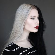 The Cruella de Vil-Inspired Split Hair Color Trend: 8 Looks You Have to See - half black, half platinum blonde hair Split Hair, Split Dyed Hair, 2 Tone Hair, Half And Half Hair, Latest Hair Trends, Brunette To Blonde, Brunette Woman, Blonde Hair, 2015 Hairstyles