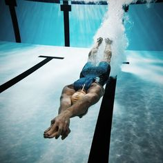 Swimmer diving after the jump in swimming pool Swimming Pool Exercises, Swimming Drills, Pool Workout, Competitive Swimming, Swimming Sport, Swimming Pools, Swim Workouts, Swim Technique, Swimming Pictures