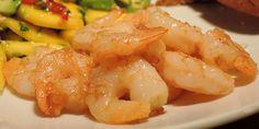 Lækre hvidløgsmarinerede rejer, der både er nemme at lave og smager forrygende. Rejerne får en flot gylden farve og et syrligt strejf af citron, der gør dem ekstra velsmagende. Tapas, Starters, Squash, Appetizers, Shrimp, Seafood, Protein, Brunch, Food And Drink