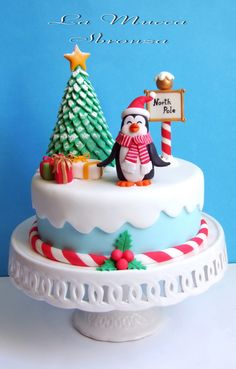 Penguin North Pole Christmas Cake Holly and ben Christmas Cake Designs, Christmas Cake Topper, Christmas Cake Decorations, Christmas Sweets, Holiday Cakes, Noel Christmas, Christmas Goodies, Christmas Baking, Christmas Cakes
