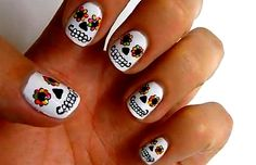 Tutorial on Nails-Day Of The Dead - http://scene-core.blog.cz/1110/tutorial-na-nehty-day-of-the-dead#
