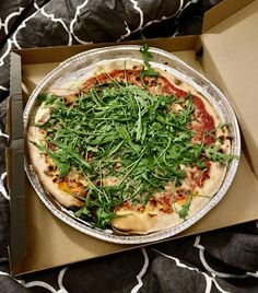 Glutenfreie Pizza bei Don Camillo. Die Pizzeria Don Camillo kennen viele Zölis bereits aus Graz. Auch in Wien wird nun glutenfreie Pizza angeboten und auch glutenfreie Pasta. Die Pizza wird in einer eigenen Aluschale gebacken und auch so geliefert. Wiener Schnitzel, Pizzeria, Lokal, Seaweed Salad, Vegetable Pizza, Vegetables, Ethnic Recipes, Food, Gluten Free Foods