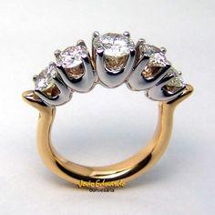 PARA GRANDES AMORES.... #amor #casados #noivos #noiva #aliançadecasamento #anel #anelnoivado #wedding #ouro #ouroamarelo #rose #branco #aliancaouroamarelo #alianca #abaulada