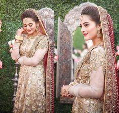 8 dresses Aiman Khan wore on her Wedding functions Beautiful Pakistani Dresses, Pakistani Bridal Dresses, Wavey Hair, Gold Lehenga, Girls Ask, Aiman Khan, Dress Stand, Wedding Function, Bride Look