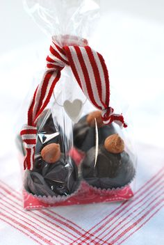 raw chocolate truffles w/ heart pkg