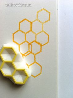 Bienenstock Briefmarke. Sechskant Musterstempel. von talktothesun