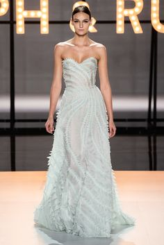 Ralph & Russo Spring 2019 Couture Fashion Show - Vogue Fashion Week, Look Fashion, Runway Fashion, Fashion Show, Hippie Fashion, Fashion Stores, Fashion Goth, Ralph & Russo, Spring Couture