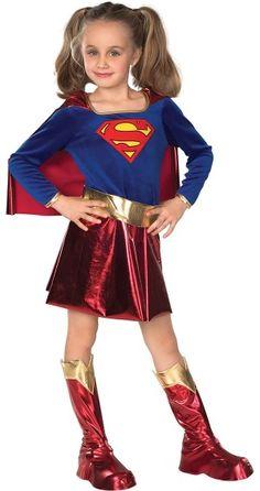 Niña con disfraz de Superchica