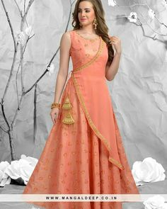 Best Ideas For Skirt Indian Outfit India Designer Party Wear Dresses, Kurti Designs Party Wear, Indian Designer Outfits, Indian Outfits, Designer Gowns, Stylish Dresses, Casual Dresses, Fashion Dresses, Fashion Top